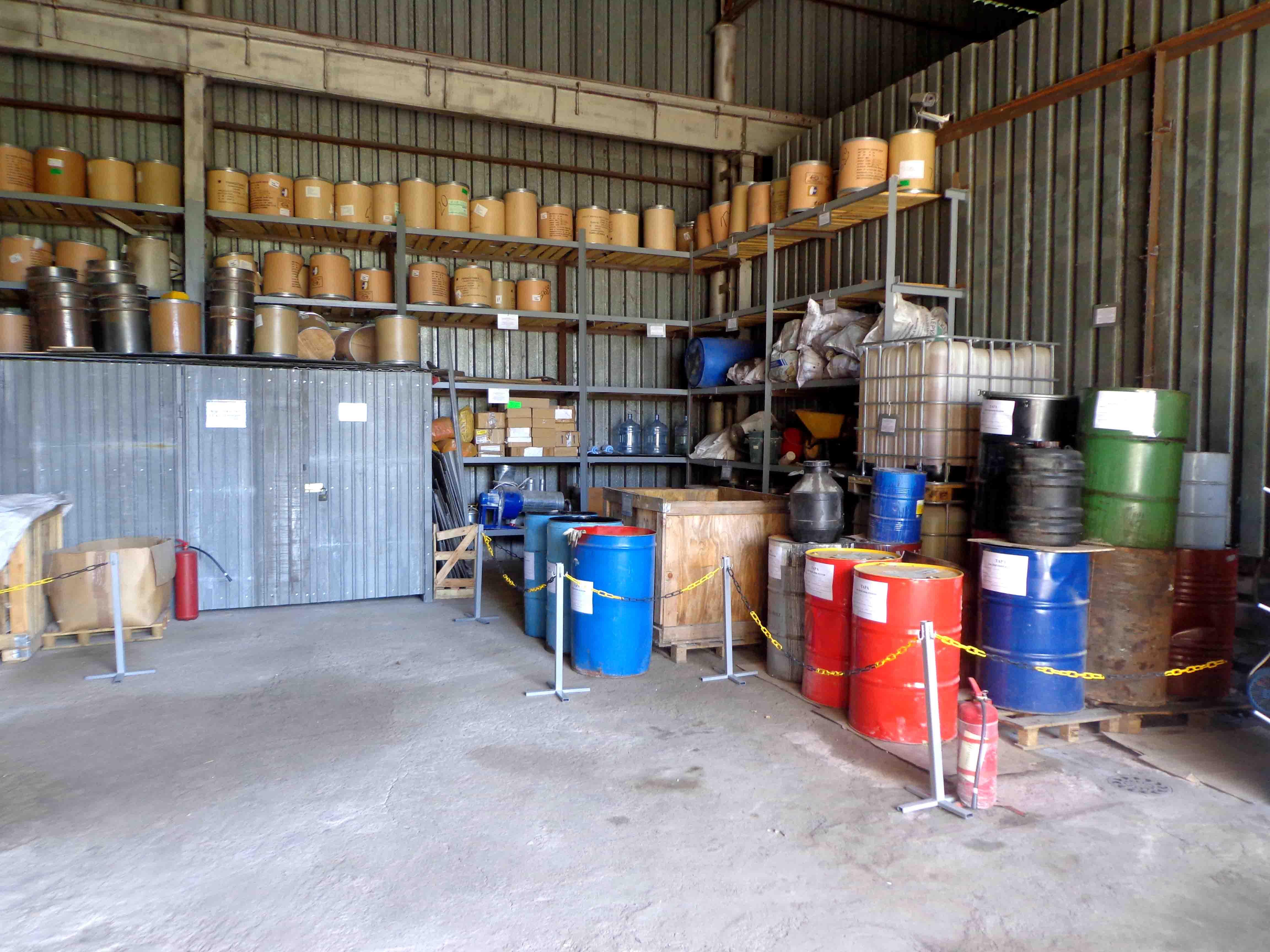 Внутри склада