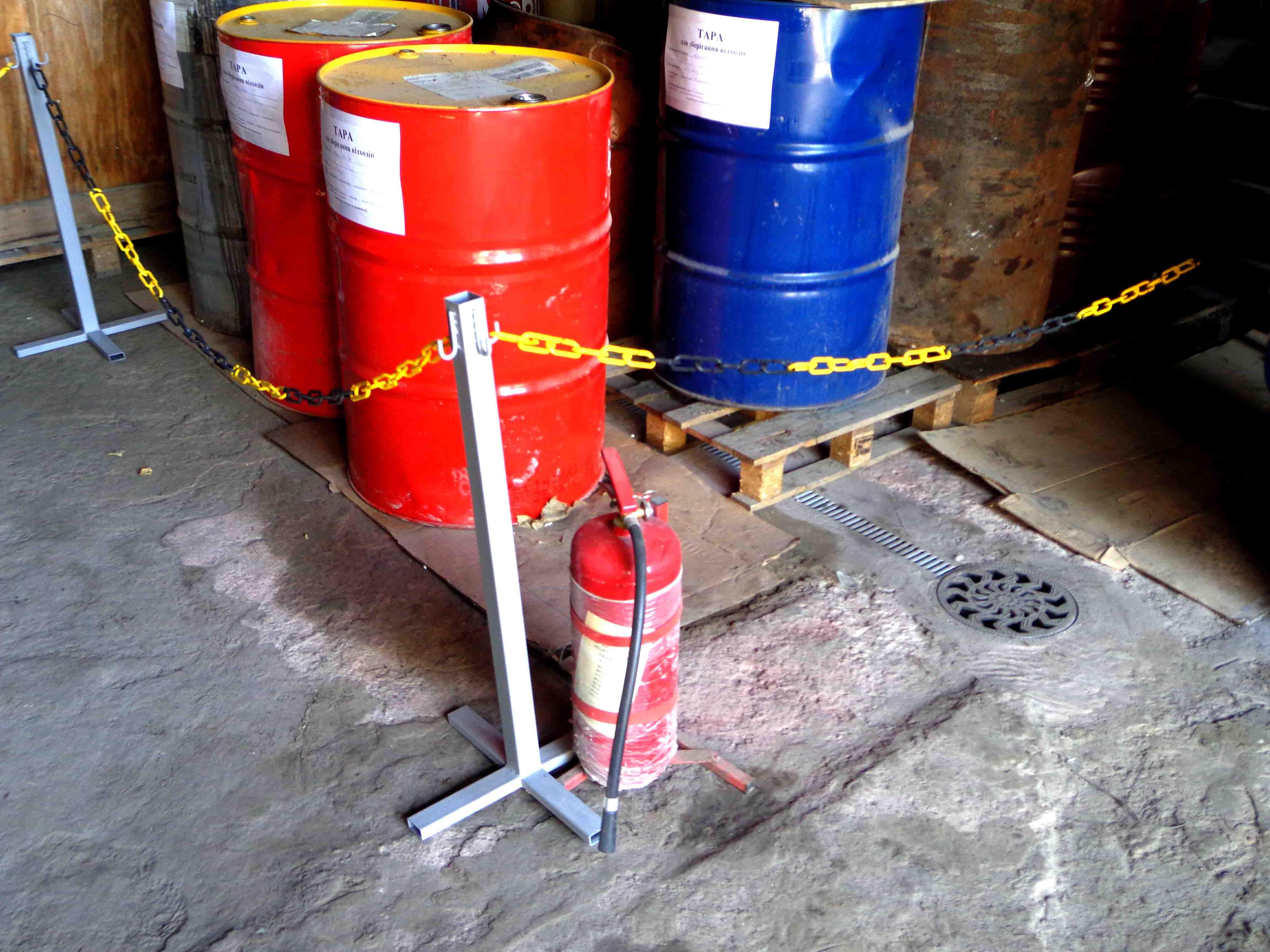 Место хранения жидких отходов разного состава